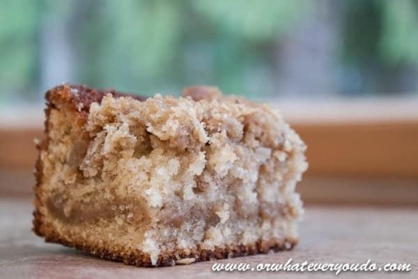 Banana Crumb Cake I www.orwhateveryoudo.com I #recipe #brunch #dessert