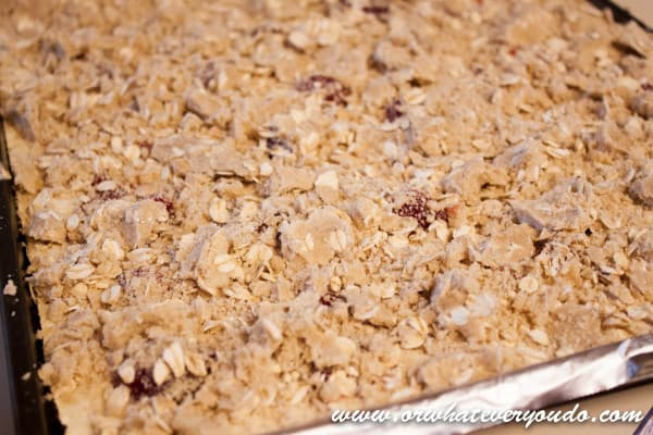 Strawberry Cheesecake Crumble Bars
