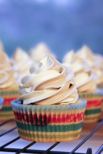 Marble Cupcakes I www.orwhateveryoudo.com I #recipe #cupcake #marble #chcoclate #swiss #meringue