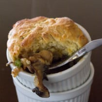 Mushroom Pot Pie I www.orwhateveryoudo.com I #recipe #food #dinner #mushroommakeover