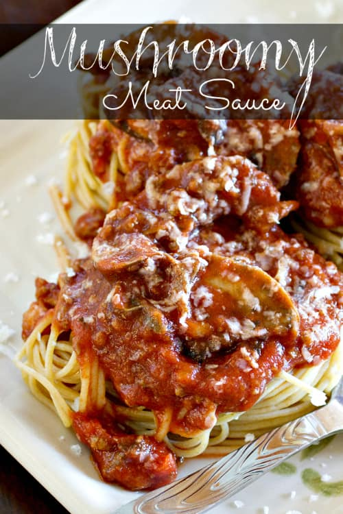 Mushroomy Meat Sauce I www.orwhateveryoudo.com I #spaghetti #pasta #recipe #dinner