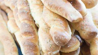 Roasted Garlic Parmesan Twisty Bread