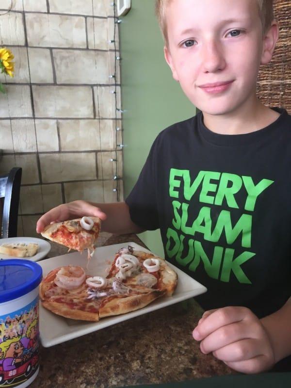 Daniel Seafood Pizza