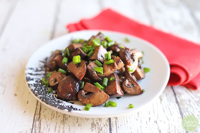 Red wine mushrooms with garlic